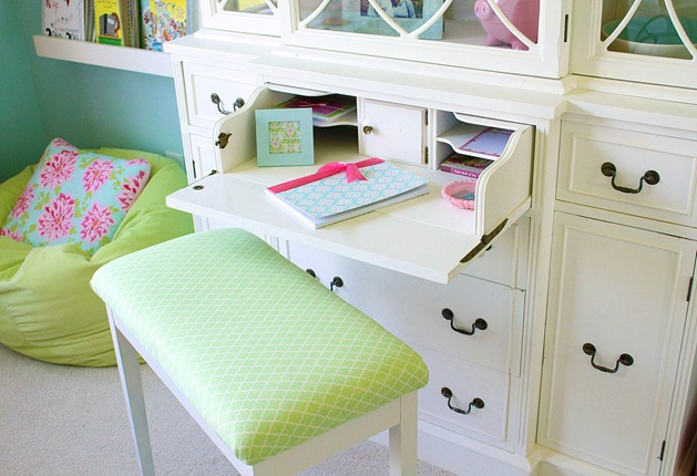 desk secretary