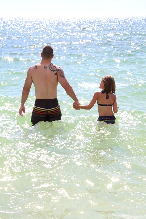 Daddy Daughter in beach